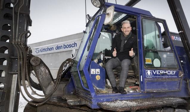 Vestigingsmanager Tommy Derks sloeg ondanks het barre winterweer toch de eerste paal in de grond