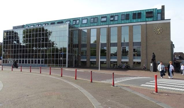 Het gemeentehuis van Cuijk vanaf het Louis Jansenplein. (foto: Shelly Boom)