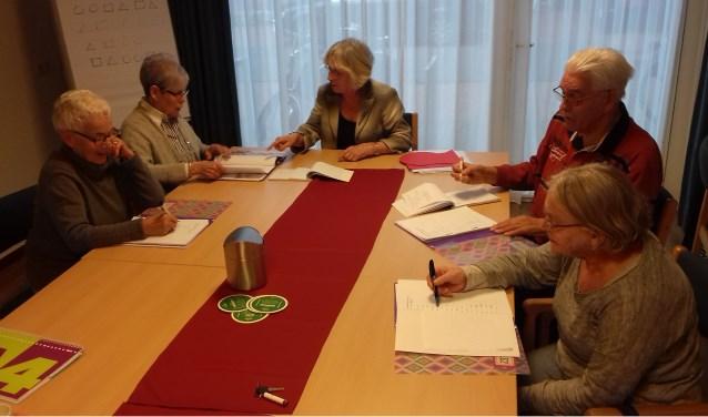V.l.n.r.: Nelly Manders, Mia Kerstens, Gerry Degen, Hans van den Assem en Leida van der Heijden.