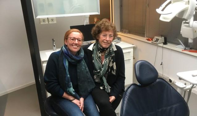 Per 1 januari draagt tandarts Boom de praktijk over aan Fenneke Leijdekker, in wie zij het volste vertrouwen heeft. FOTO: Willemien Lemkes