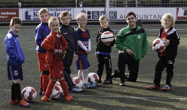 Het gaat goed met de jeugdopleiding van HSC'21. Dit zijn weliswaar geen clubleden, maar ze volgen wel een voetbalworkshop bij de club.