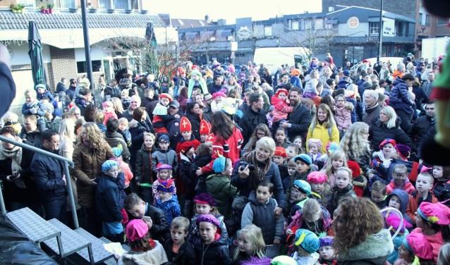 Op het Sinterklaasevenement van dit jaar op De Kruin in Bergschenhoek kwamen veel mensen af.             Beeld: winkeliersvereniging