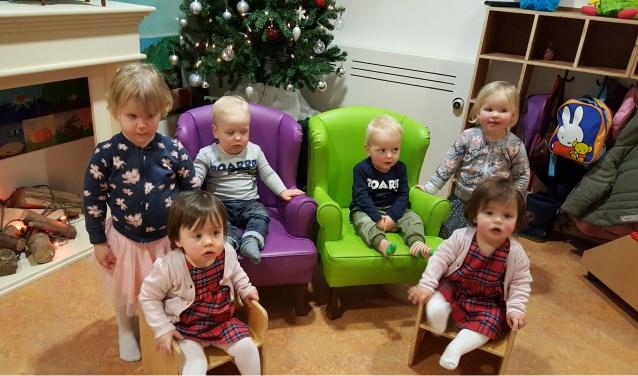 De twee-eiige tweelingen Feliné en Noëlle, Xander en Wessel en Josefien en Eefje zorgen voor een vrolijke boel op kinderdagverblijf 't Bikkeltje.