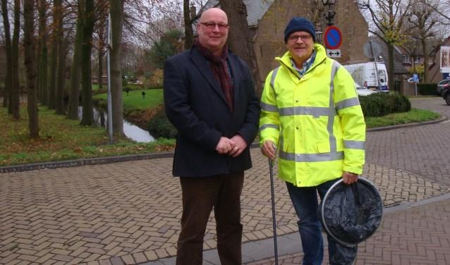 Hans Huijgen, voorzitter van BuurtPreventie Albrandswaard met Menno Kloosterman, begeleider bij Profila Zorg Puttershoek.