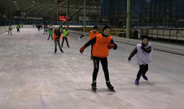 Bijna tachtig kinderen uit Eibergen, Rekken en Beltrum hebben vier maandagen geschaatst op IJsbaan Twente.