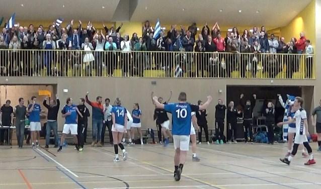 Ontlading van de spelers en de vreugde bij het publiek na de wedstrijd van Sparta. In een bloedstollend spannende wedstrijd werd gewonnen van titelkandidaat De Meeuwen uit Putten.