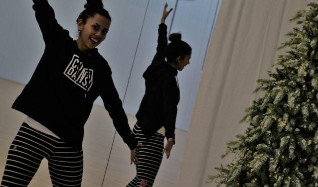 Sharon Vas, eigenaresse en dansdocent van dansstudio Confidans, won de Kaliber Cultuurprijs. 'Verbinding' was daarin een belangrijke factor.
