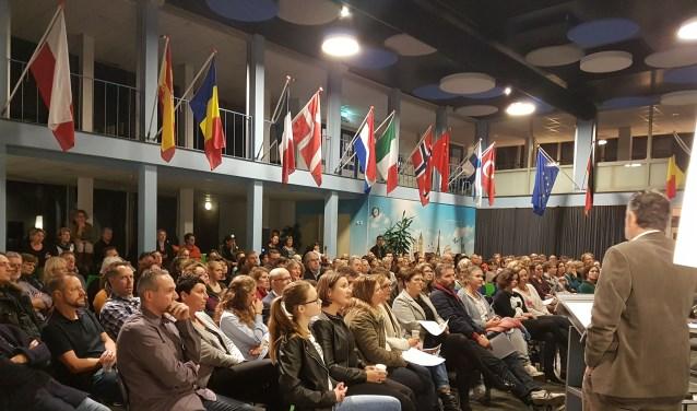 In een overvolle aula genoten ouders en leerlingen van een bevlogen presentatie door Sjef Drummen.