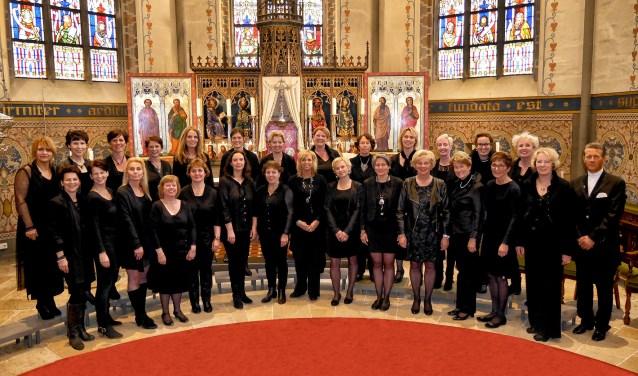 Vrouwenkoor Cantabilé zingt moderne en klassieke nummers in het Engels, Duits en Latijn in de Nicolaaskerk. Foto: Marcel Morsink