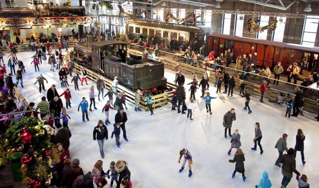 Schaatsen tussen de grote locomotieven kan bij het Spoorwegmuseum. Foto: PR