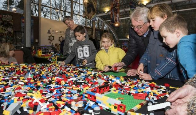 Tijdens de kerstvakantie kunnen kinderen bouwen met Lego, dwalen door het museum met Tuurke of zelf voor beiardier spelen.