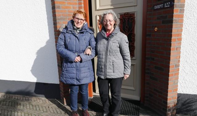 Door Vier het Leven zijn Jolanda Buitenhuis en Truus Flos vrienden geworden, die regelmatig een avondje uit gaan. FOTO: Bert Jansen.