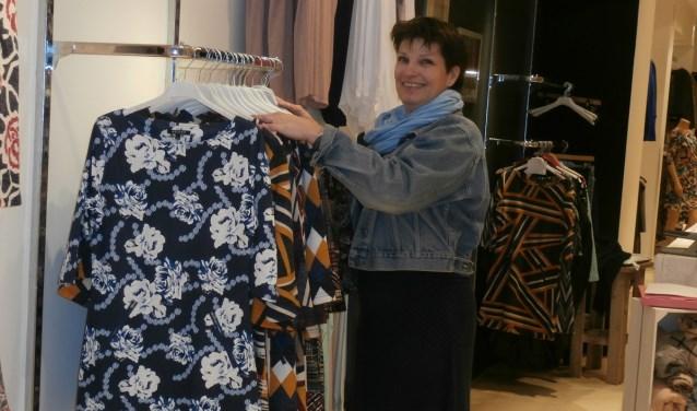 Yvonne helpt u graag omde juiste jurk te vinden.