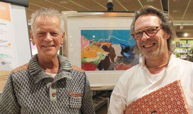 Taalambassadeur Johan Stets en kunstschilder Charles Lagendijk gaven beiden acte de présence bij de opening van het Taalhuis in de bibliotheek. FOTO: Lysette Verwegen
