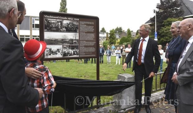 Met de onthulling van Vluchtoordplaquette aan de Graaf Florisweg werd het project vorig jaar afgesloten. Foto: Marianka Peters