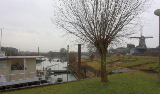 De stacaravans voor het zicht op de molen zijn al verdwenen. Eind maart starten de werkzaamheden voor een nieuw Rivierfront.