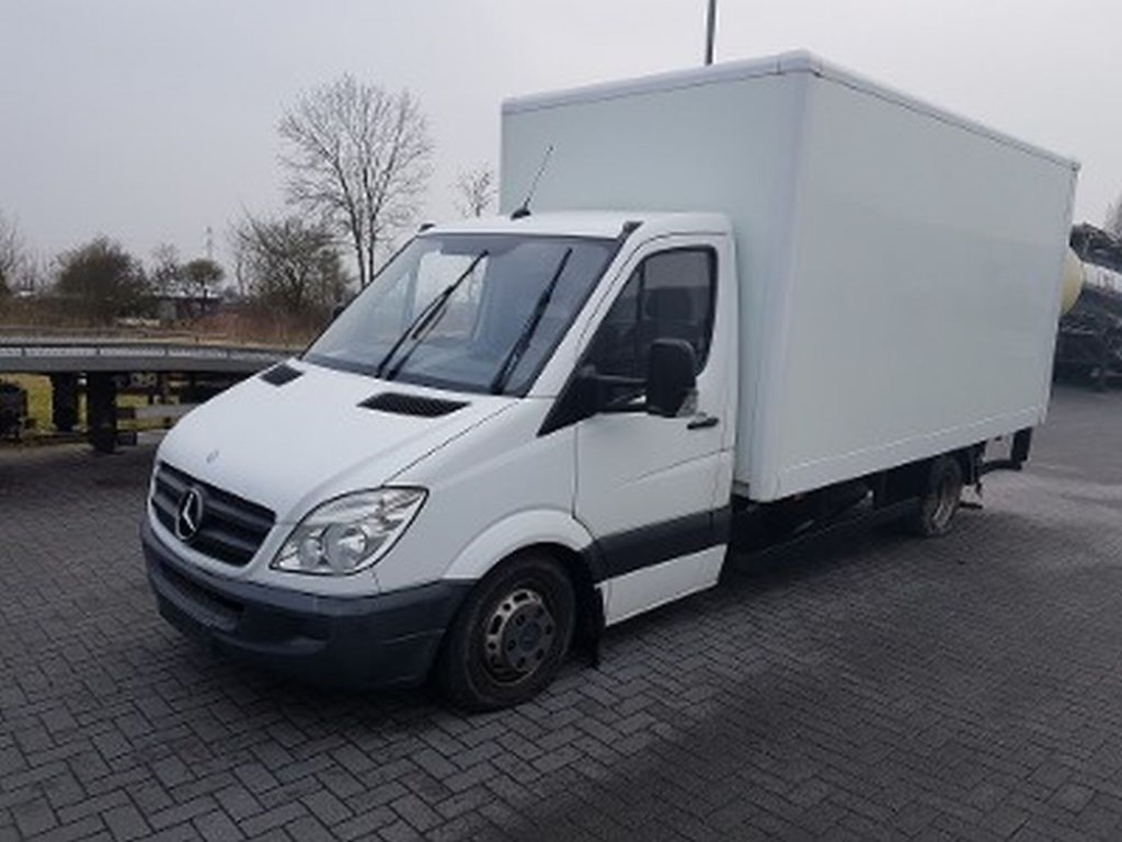 De aan de Wrangeweg gevonden vrachtauto. FOTO: WWW.POLITIE.NL