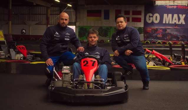 Organisatoren Cuma Kastaci, Ingmar Zonder en Lee-Roy Djemani op de kartbaan Middelburg