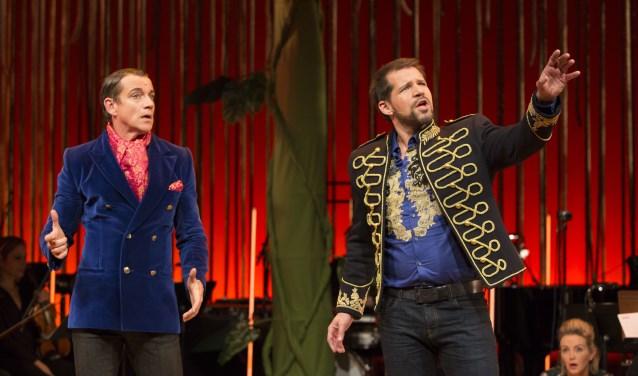 Paul Groot en René van Kooten in Into the Woods. (Foto: Peggy de Haan)