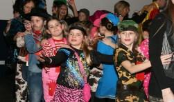 Kinderen van groep 3 tot en met groep 8 van de Waspikse basisscholen kunnen los met DJ Pim tijdens de Mega Confetti Party bij Alles Kids op vrijdag 17 februari.