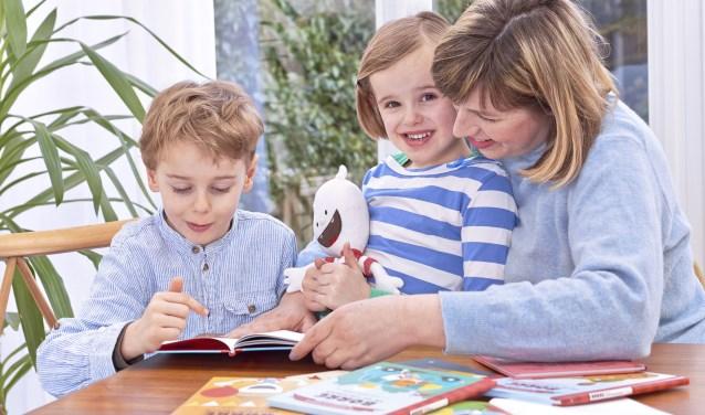 een hele generatie basisschoolkinderen opgegroeid met de avonturen van het vrolijke ventje Borre in het rood-wit gestreepte shirt.