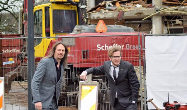 """Martijn van Hese (rechts) en Jeroen van Doornik op het Gasthuisplein, waar fors wordt gesloopt: """"Ik wil de wereld iets mooier nalaten dan hij was."""""""
