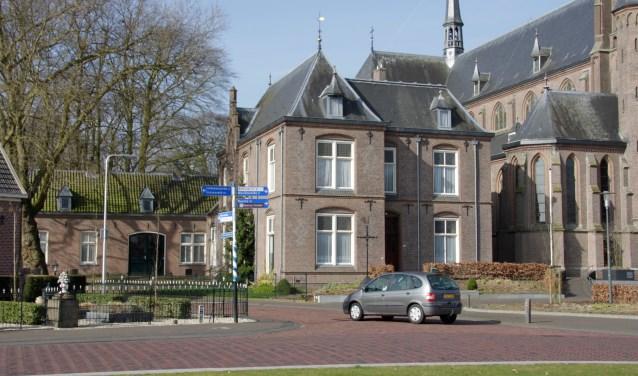 De voormalige pastorie, nu parochiecentrum wordt verbouwd tot een Max-huis. Foto: Eveline Zuurbier
