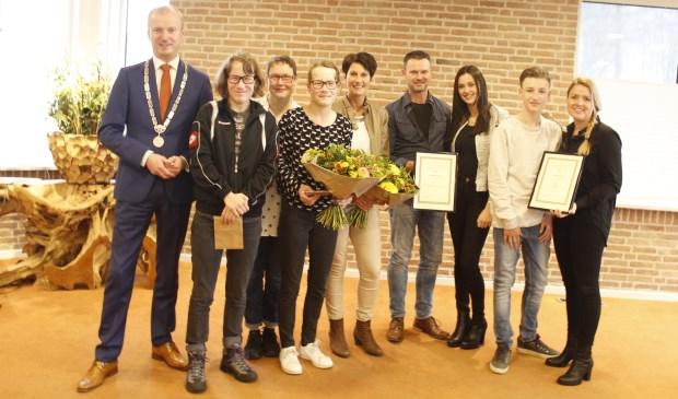 Burgemeester Ten Kate reikte oorkonde uit namens de Maatschappij tot Redding van Drenkelingen.