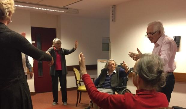 Stoel Voor Ouderen : Tai chi voor ouderen in wooncentrum in de dennen de nieuwsbode