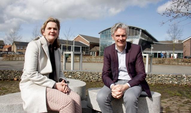 Rector Jan Put en diens opvolgster Gitti Burema bij de Lichtenvoordse vestiging. Foto: Eveline Zuurbier