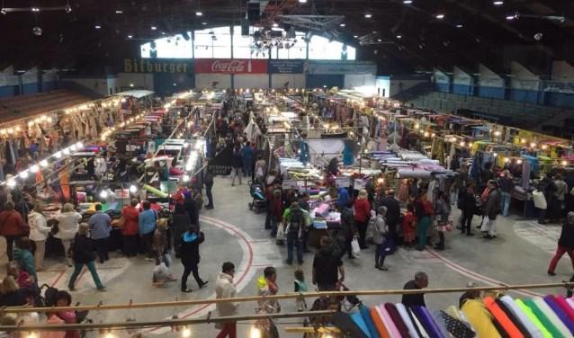 Dit weekend in Delft: de stoffenmarkt.