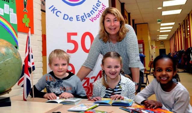 Yvonne den Haan is trots op haar leerlingen en haar school. Foto: Fred Nijs