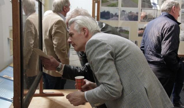 Oud-rector Jan Put opende de expositie over de wederopbouw. Foto: Eveline Zuurbier