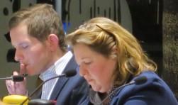 De fractie van de PvdA in de gemeenteraad, bestaand uit Jeroen Rijsdijk (links) en Arianne Ripmeester. (foto Geert van Someren)