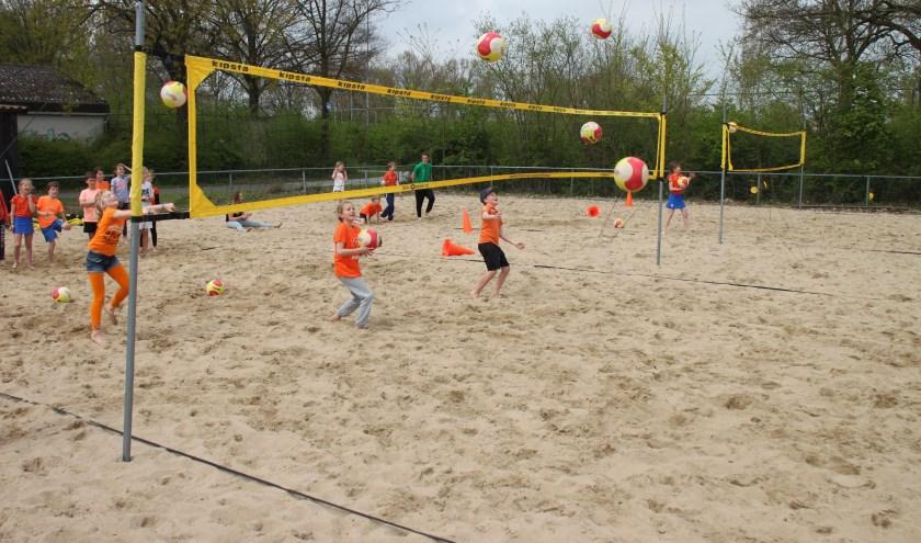 Hanze Beachvolleybal een van de sporten tijdens de Koningsspelen.
