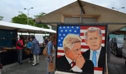 De kunstmarkt van vorig jaar, toen nog op het plein voor het gemeentehuis. (foto: Arco van der Lee)