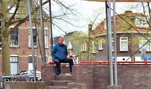 """Jan Stavenuiter in de muziektent op het Assendorperplein: """"Je hebt een bepaalde hechting met dit feest."""""""