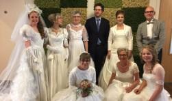 Medewerkers van verpleeghuis Tiendwaert uit Hardinxveld-Giessendam verzorgden een bruidsmodeshow.