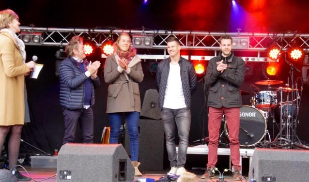 Wereldbekende sporters op het podium van Koningsdag in Lichtenvoorde. Foto: Eveline Zuurbier
