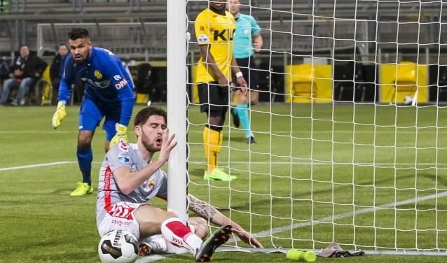 Het gezicht van Sam Hendriks straalt één en al ongeloof uit nadat hij op 17 februari 2017 een opgelegde kans heeft gemist tegen Roda JC. (Foto: Erik Pasman).