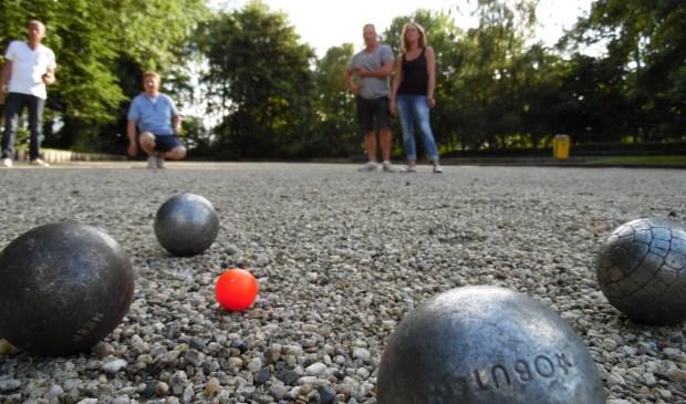 'Een beetje bouler speelt petanque' (fotografie: Kees Goedhart / Petanque vereniging de Gooiers Hilversum)