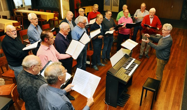 Het IPK Etten in repetitie voor het concert. (foto: Roel Kleinpenning)