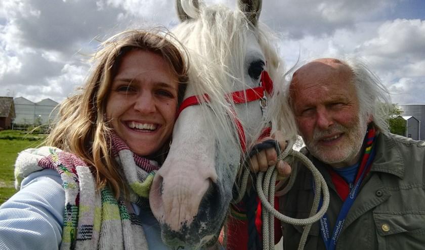Op opdebok.tv doet Luna verslag van de reis met haar vader en paard Trojan naar Zuid-Frankrijk. (Foto: Luna Andrea)