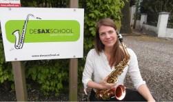 """saxofoniste Floor Wittink: """"Het bespelen van het instrument is belangrijk, maar discipline en zelfvertrouwen horen er ook bij."""" Met de saxofoon vertel je een verhaal."""