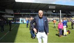 Jan Smit in 'zijn'stadion tijdens de Herakidsdag waar hij zich tussen de kinderen helemaal in zijn element voelt