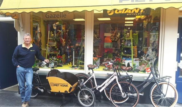 Bij Piet Vonk vind je alles voor op, aan en bij de fiets, plus de fietsen zelf.(Tekst en foto: Anita Boonewww.theatertaal.nl)