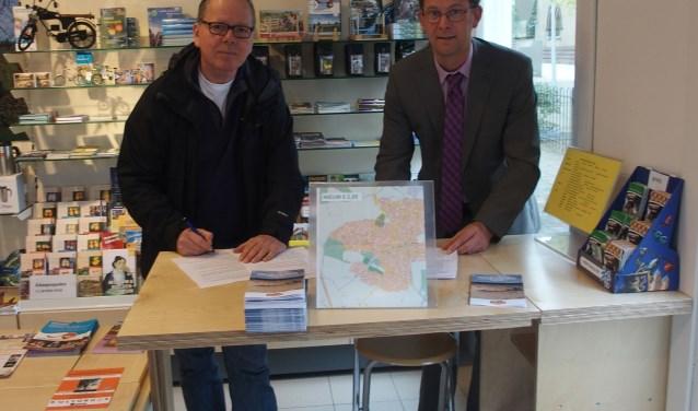 Mark van Meegdenburg (l) en wethouder Wolbert Meijer ondertekenden vorige week een samenwerkingsoverenkomst. Maar volgens Wij zijn Heerde is professionele ondersteuning als volgende stap hard nodig. Foto: Marten Venema