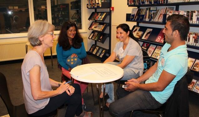 Taalcafé Veldhoven is de plaats voor vluchtelingen en expats om de Nederlandse taal te leren en te spreken.