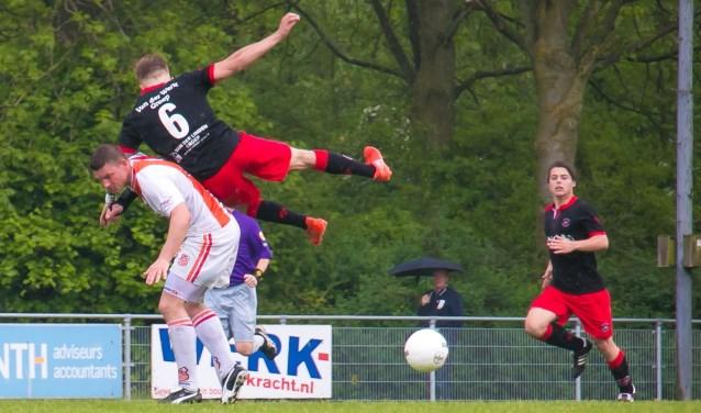 In een matte partij voetbal hielden ARC en SVC'08 het op sportpark Zegersloot op 1-1. (Foto: Saskia Berk-de West)