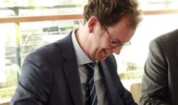 Volgens wethouder Wolbert Meijer (l) heeft de ICT-dienst van de drie H2O gemeenten inmiddels furore gemaakt met zelfs belangstelling uit Drenthe.
